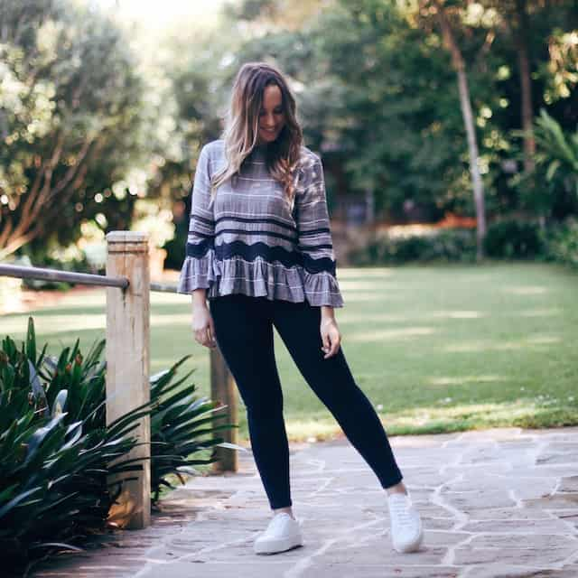 Hayley Cooper models casual outfit in park.